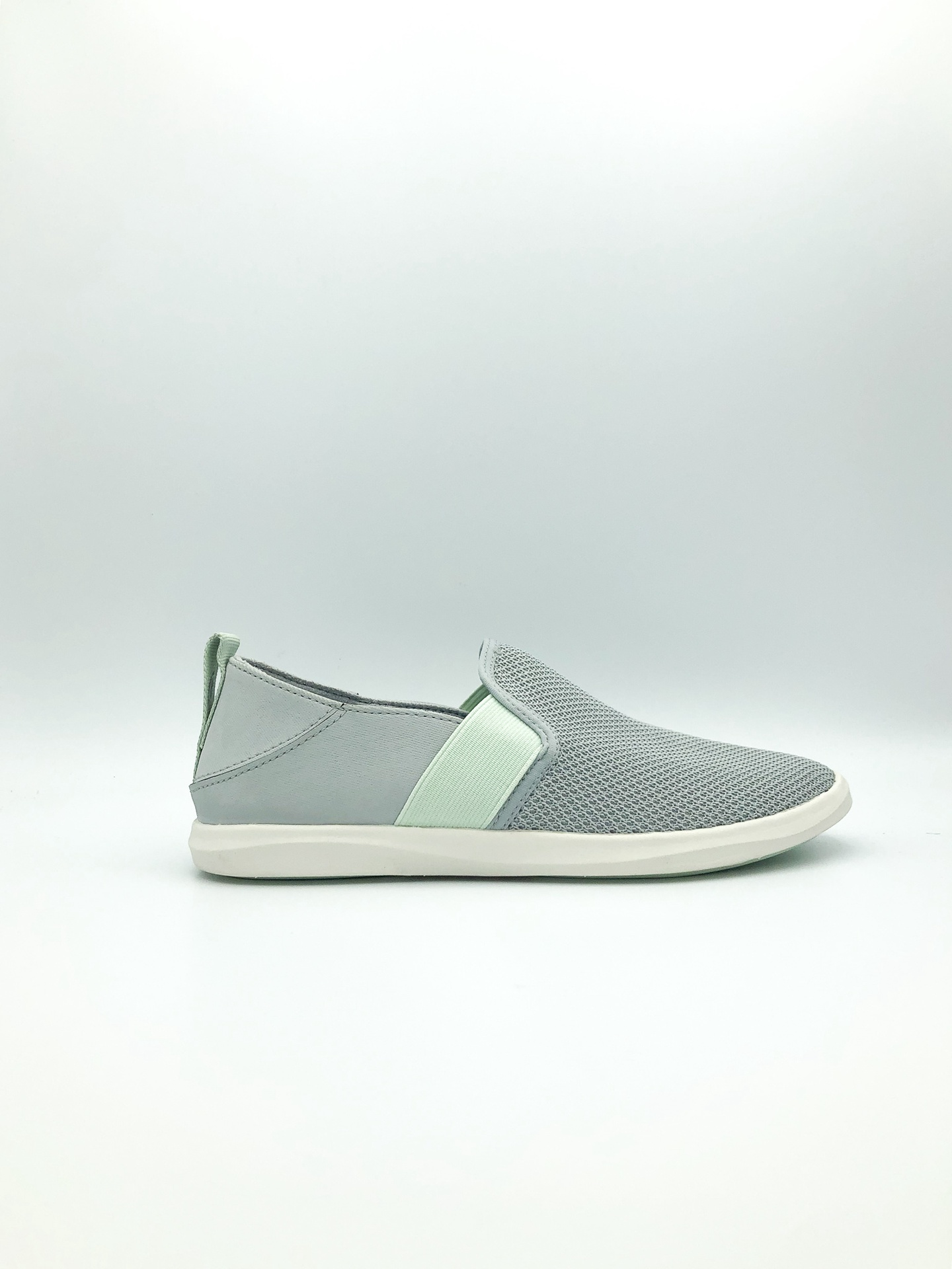 OLUKAI - HALE'IWA IN PALE GREY/PALE MOSS