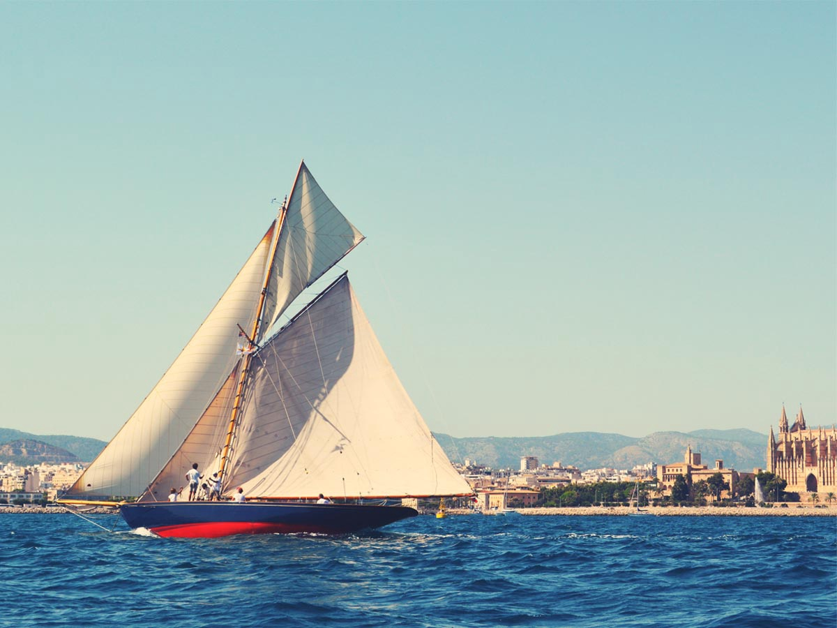 Pleasure Sailing Yacht