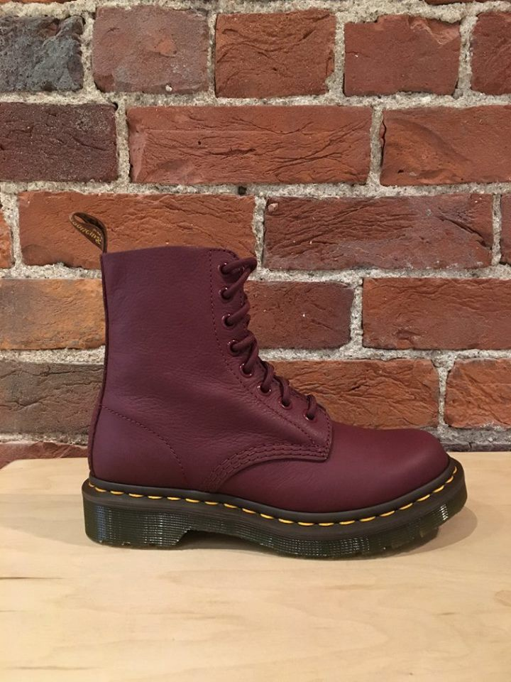 DR. MARTENS - PASCAL IN CHERRY RED VIRGINIA