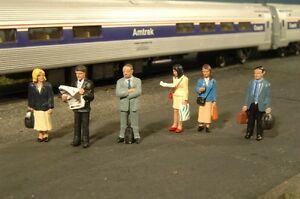 Scene Scapes # 33110 HO Standing Platform Passengers