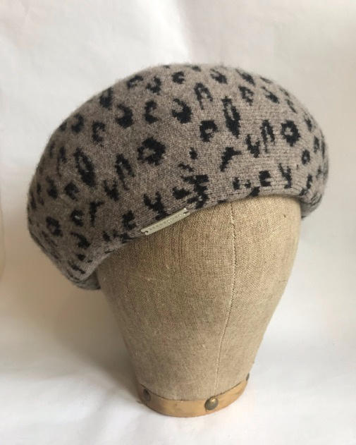 Seeberger Beret with Leo pattern Grey/Black