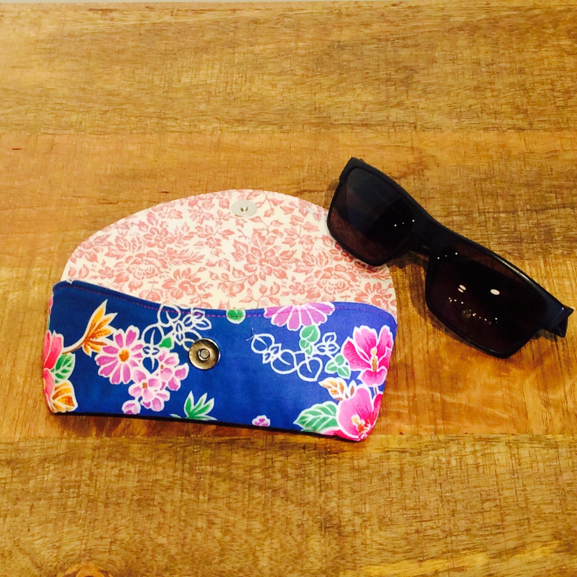Funky Vintage Blue Floral Fabric Glasses Case