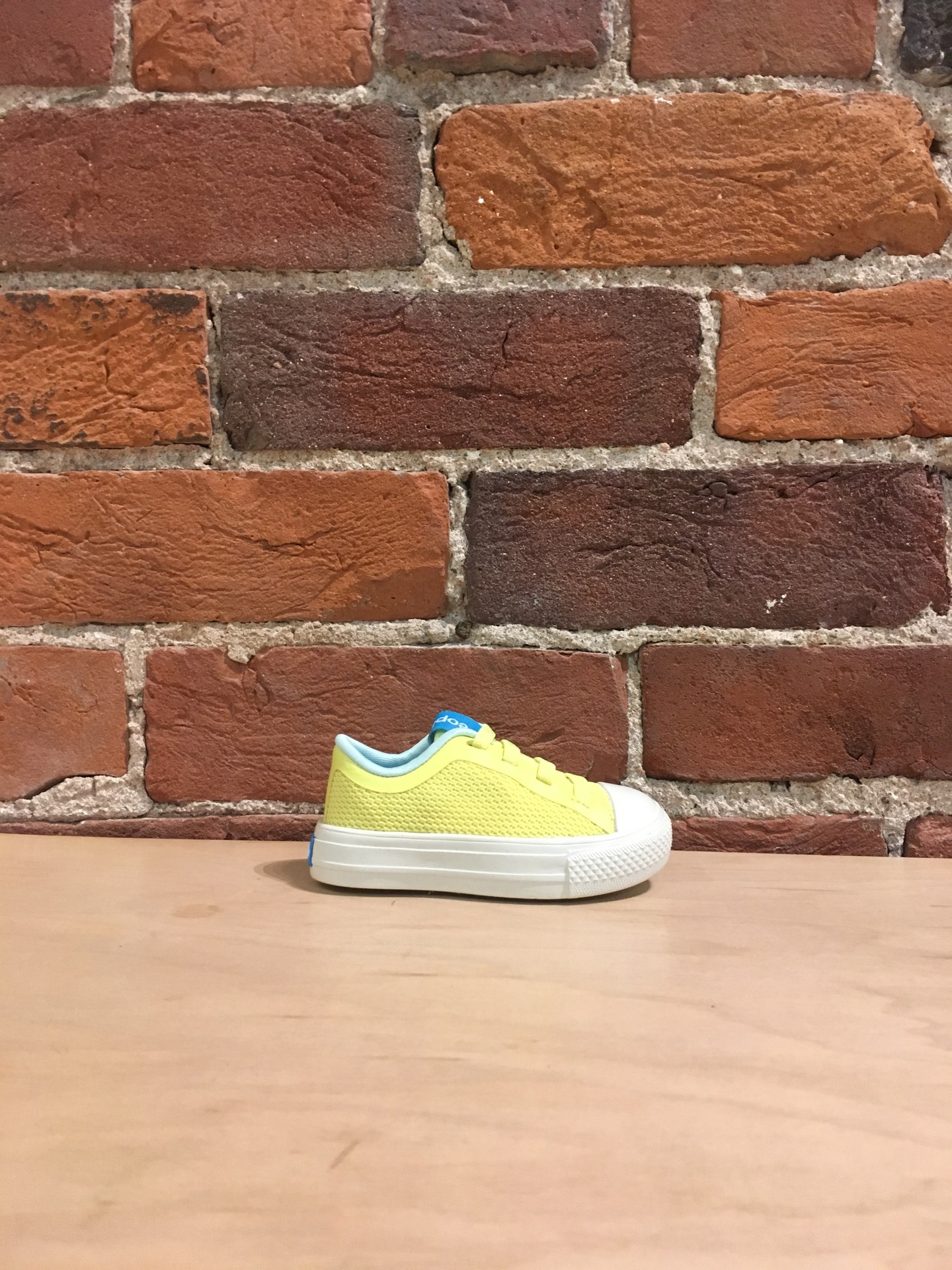 PEOPLE FOOTWEAR - THE PHILLIPS CHILD IN NUANCE YELLOW/PICKET WHITE