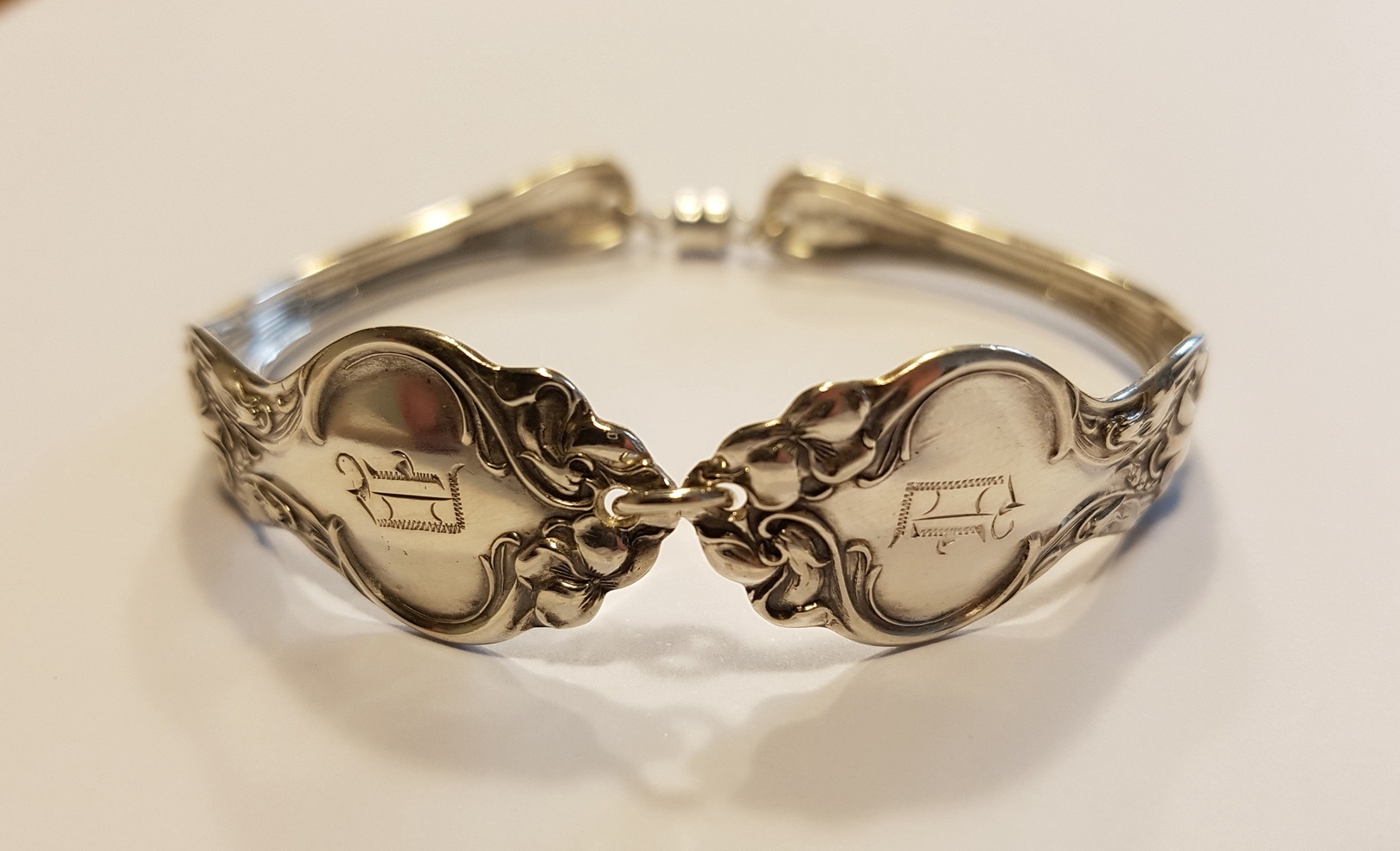 Vintage Sterling silver Wallace spoon bracelet engraved 'D'
