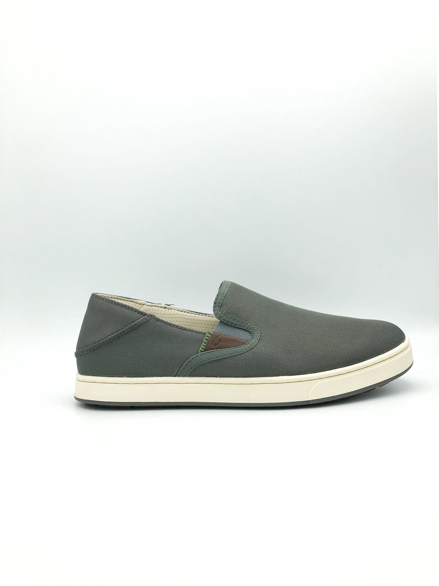 OLUKAI - KAHU IN CHARCOAL/OFF WHITE