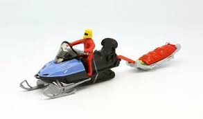 SNOW MOBILE WITH RESCUE SLEDGE