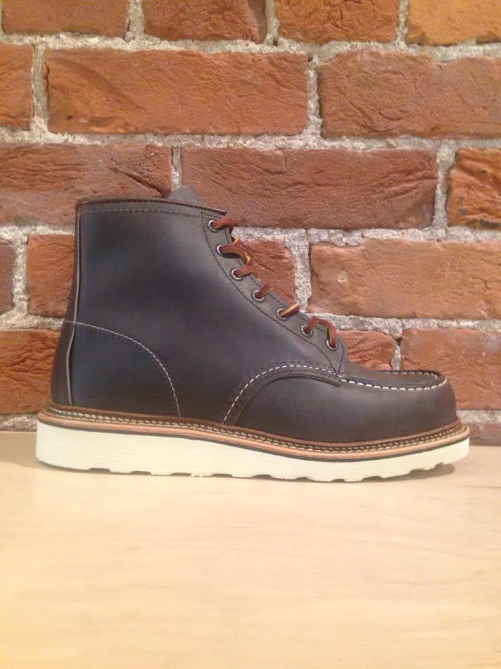 RED WING - MEN'S CLASSIC MOC IN CONCRETE ROUGH AND TOUGH LEATHER