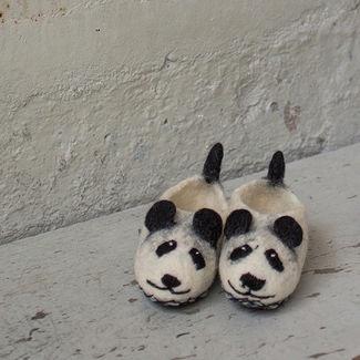 FELT PANDA SLIPPERS - MEDIUM