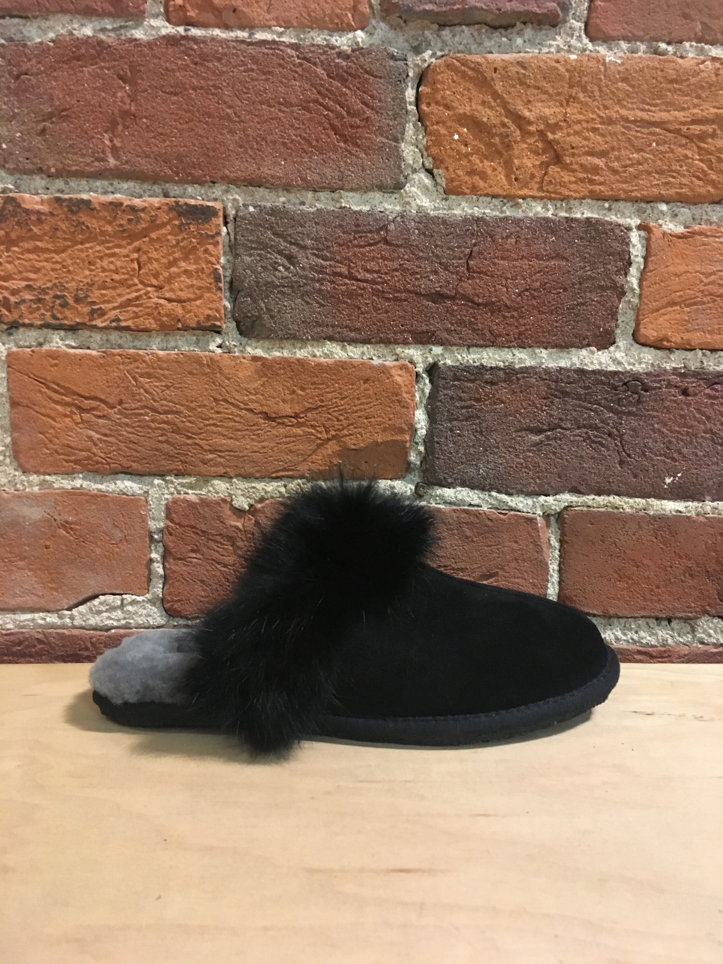 MANITOBAH MUKLUKS - IGLOO SLIPPER IN BLACK SUEDE