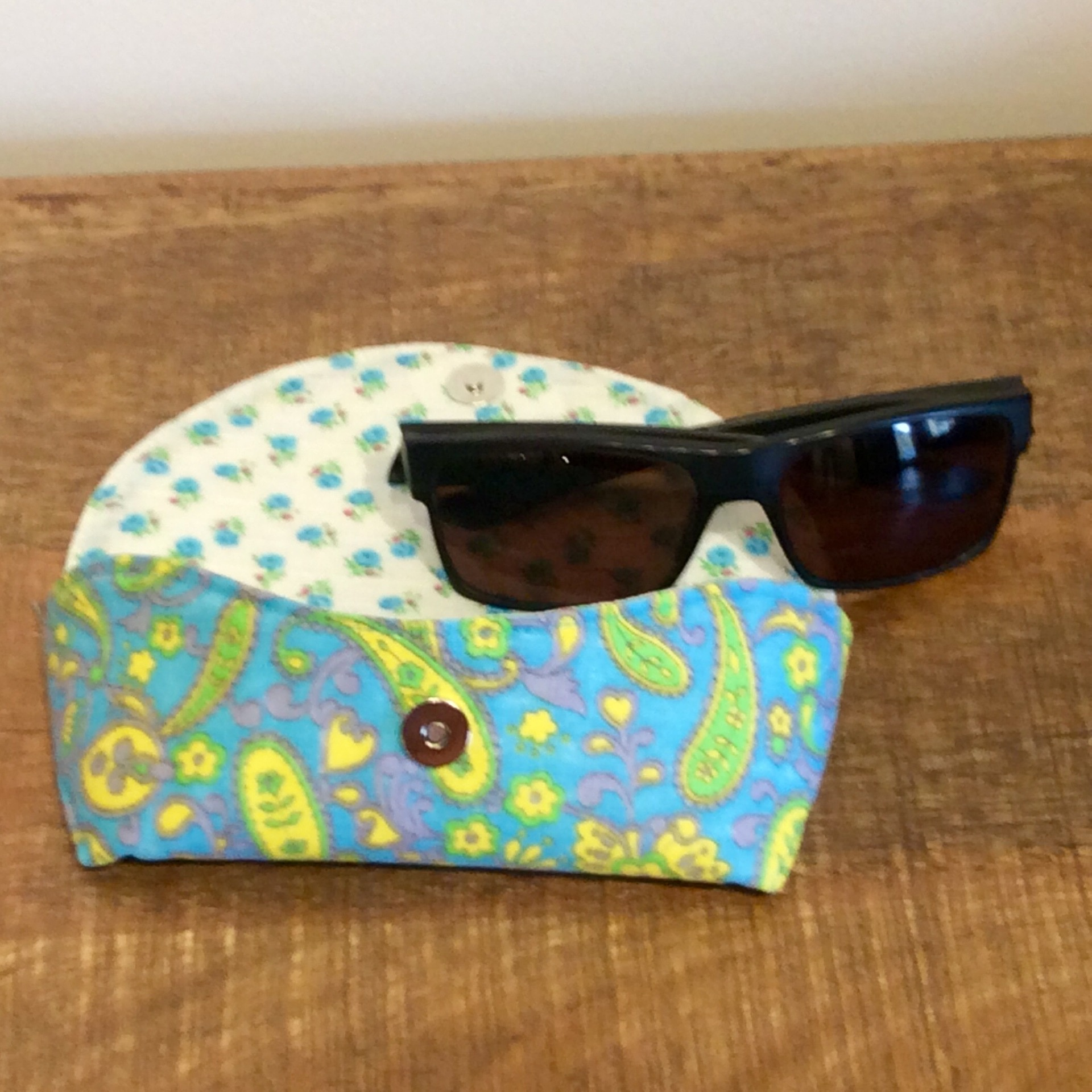 Funky Vintage Fabric Glasses Case