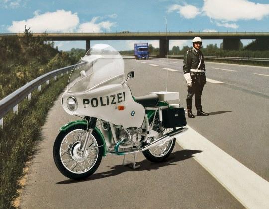 Revell #07940 1/8 BMW R75/5 Police Motorbike