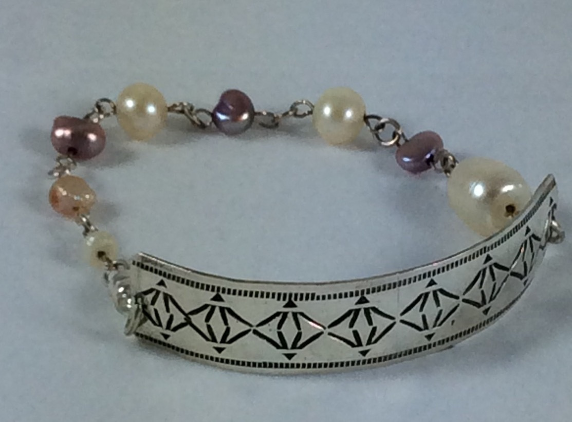 Vintage sterling silver bracelet with freshwater pearls