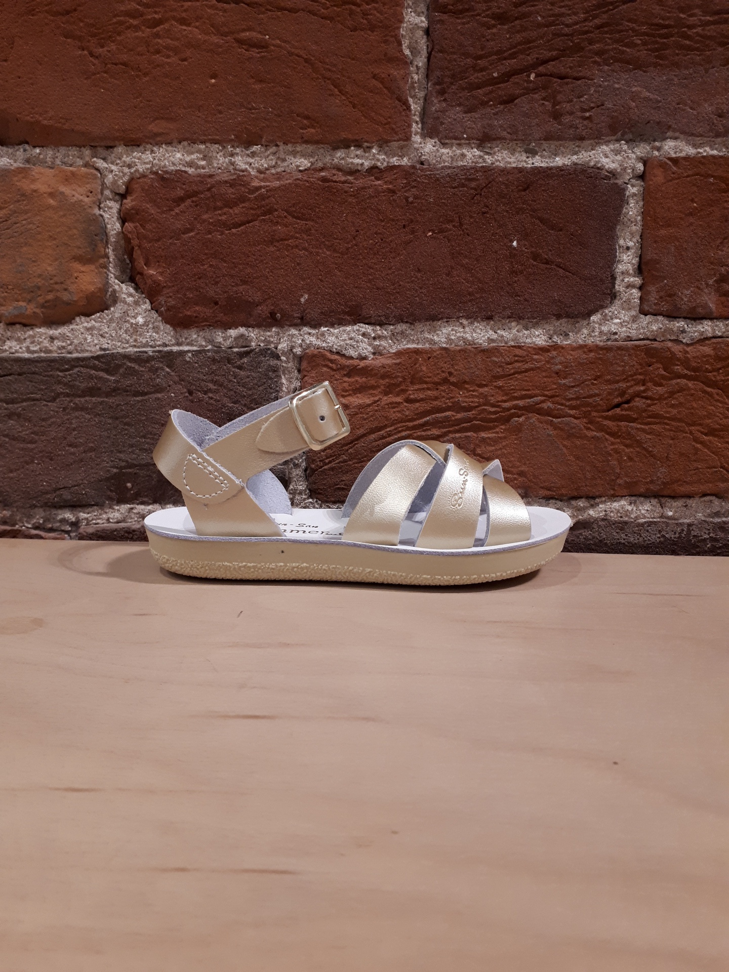 SALT WATER SANDALS - SWIMMER IN GOLD (9-12)