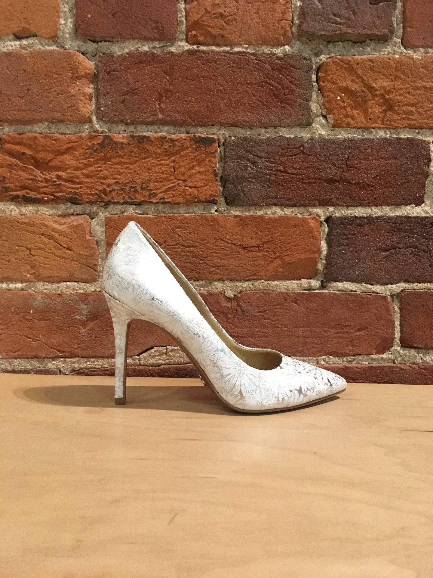 MICHAEL KORS - CLAIRE PUMP IN OPT/SILVER