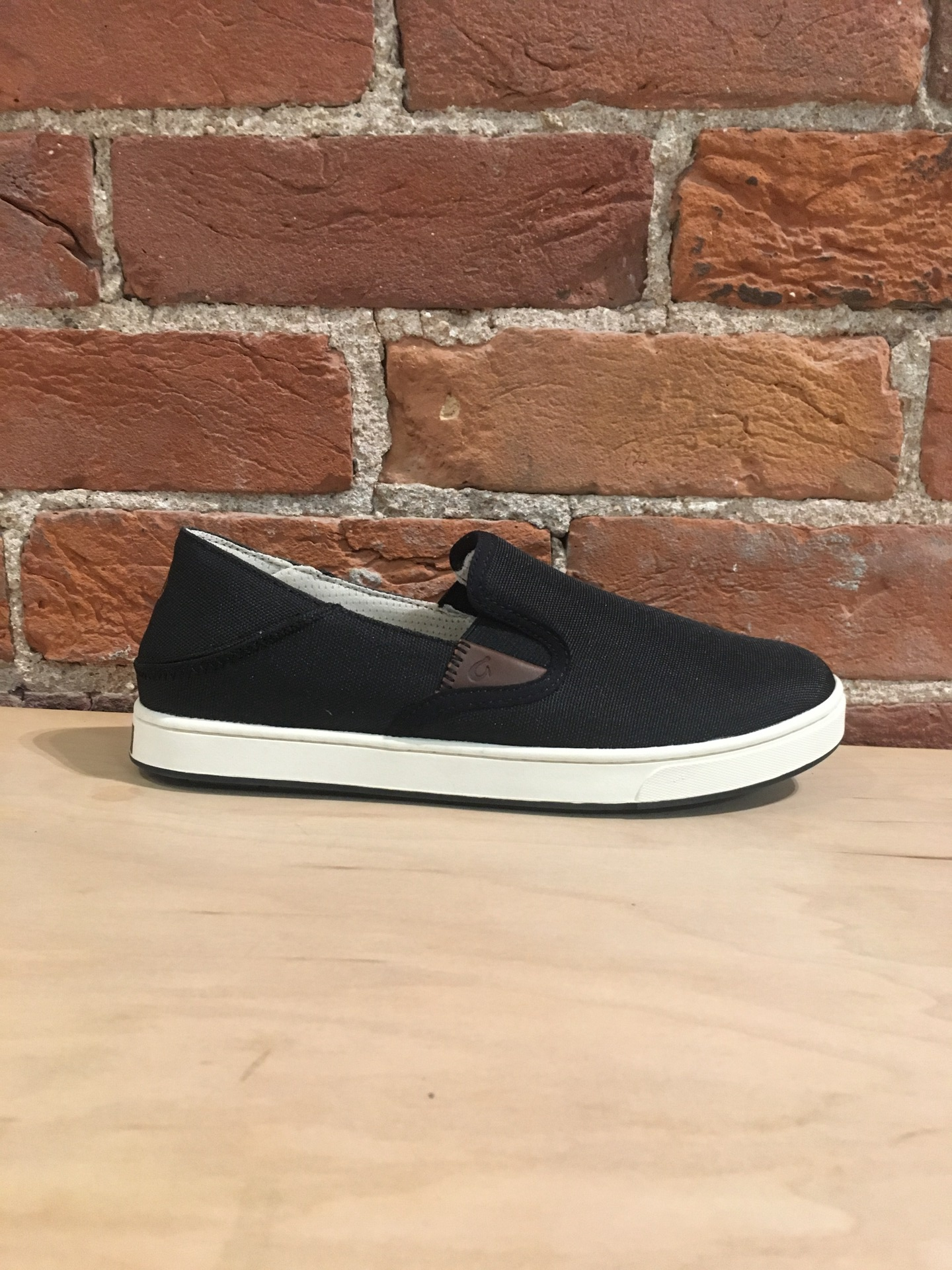 OLUKAI - KAHU IN BLACK/OFF WHITE