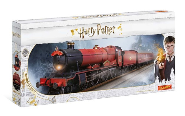 Hornby #R1234 . OO  Hogwart's Express Train Set