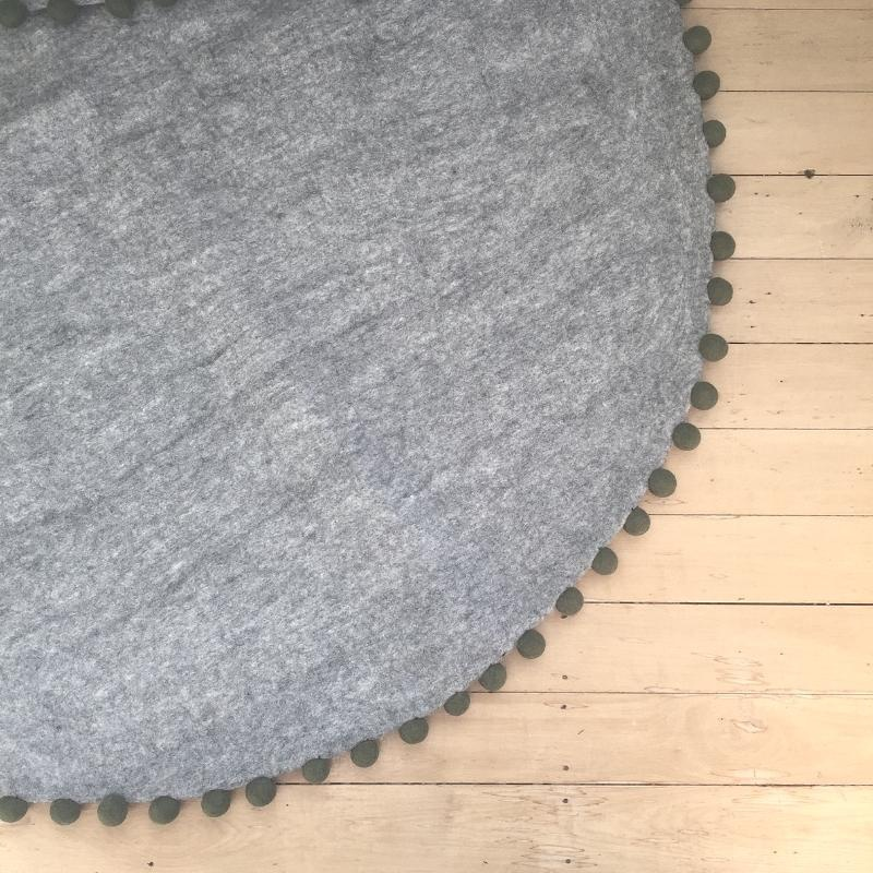 FELT RUG - GREY WITH STORM TRIM