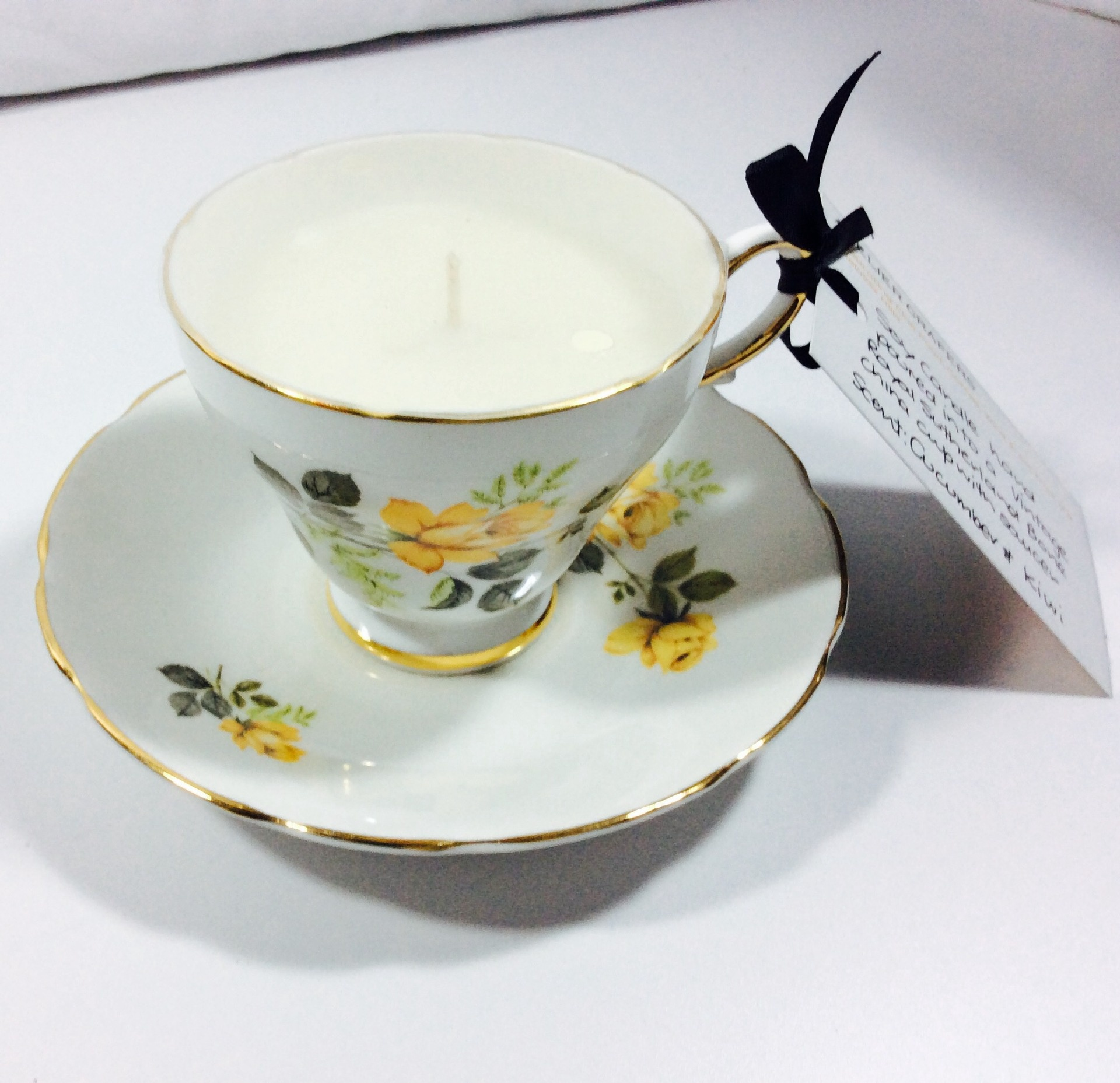 Vintage Tea Cup Candle - Royal Sutherland Cup & Saucer (1941-75) - Cucumber Kiwi