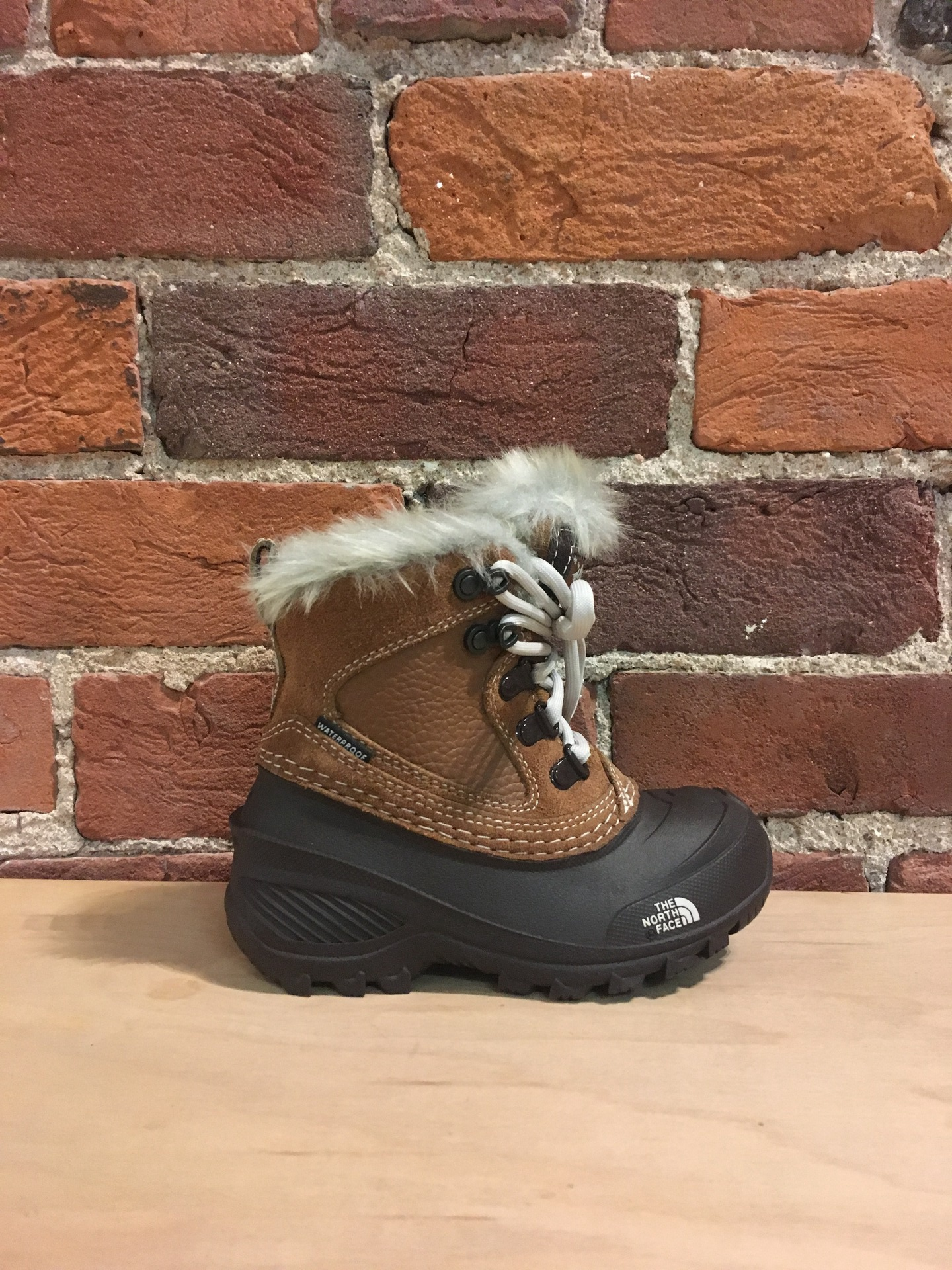 THE NORTH FACE - YOUTH SHELLISTA EXTREME IN DASCHUND BROWN/MOONLIGHT IVORY
