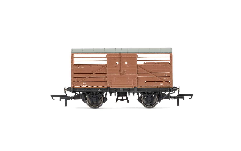 Hornby #R6840A BR (ex SR)10 Ton Bulleid Cattle Wagon