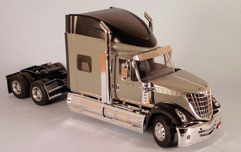 Moebius Models #1300 1/25 International Lone Star