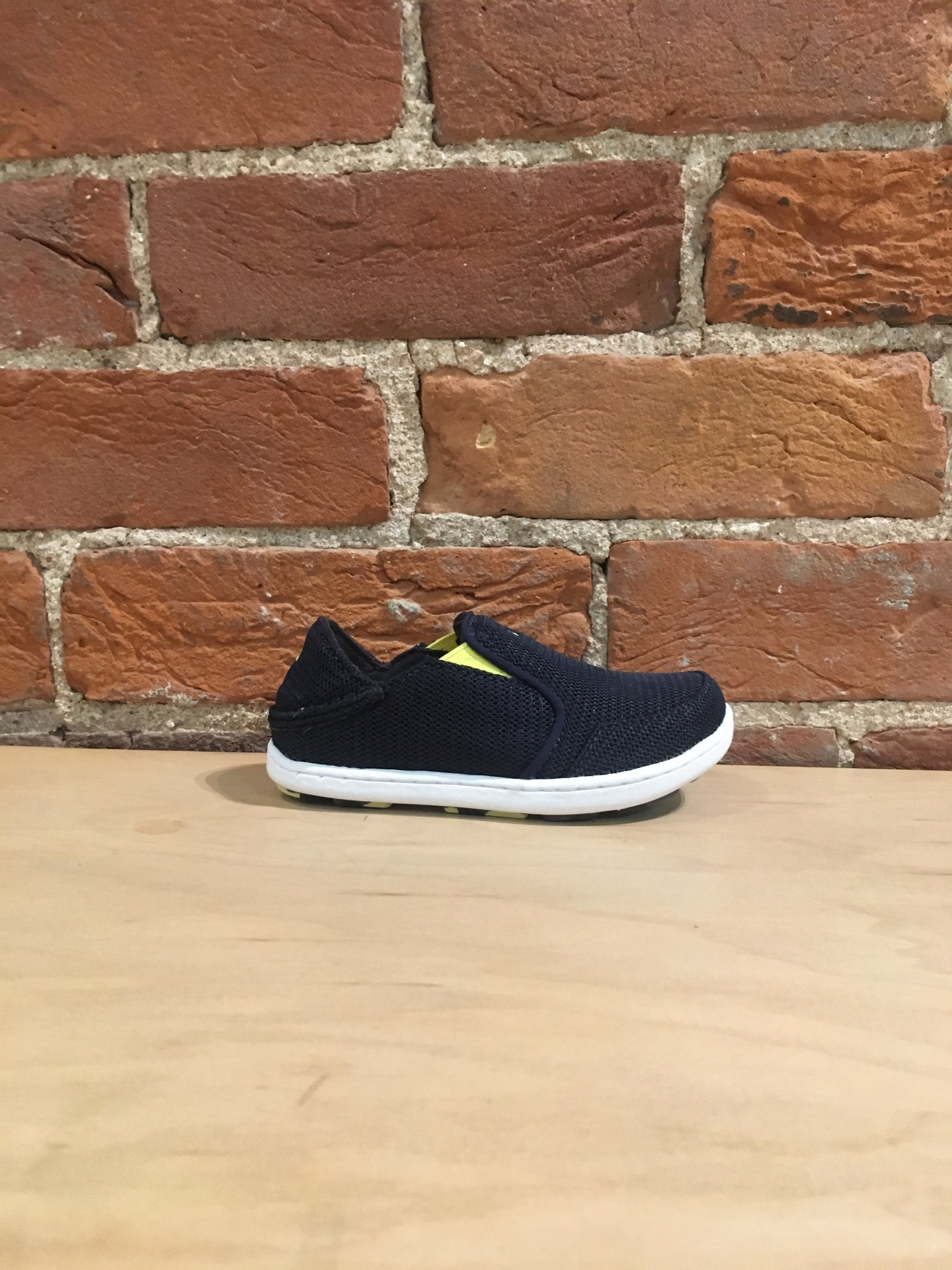 OLUKAI - NOHEA MESH BOYS IN TRENCH BLUE/BRIGHT MOSS