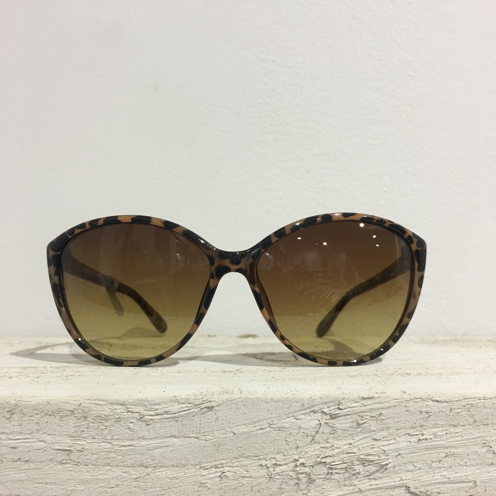 Sunglasses - Tortoise shell Jackie O