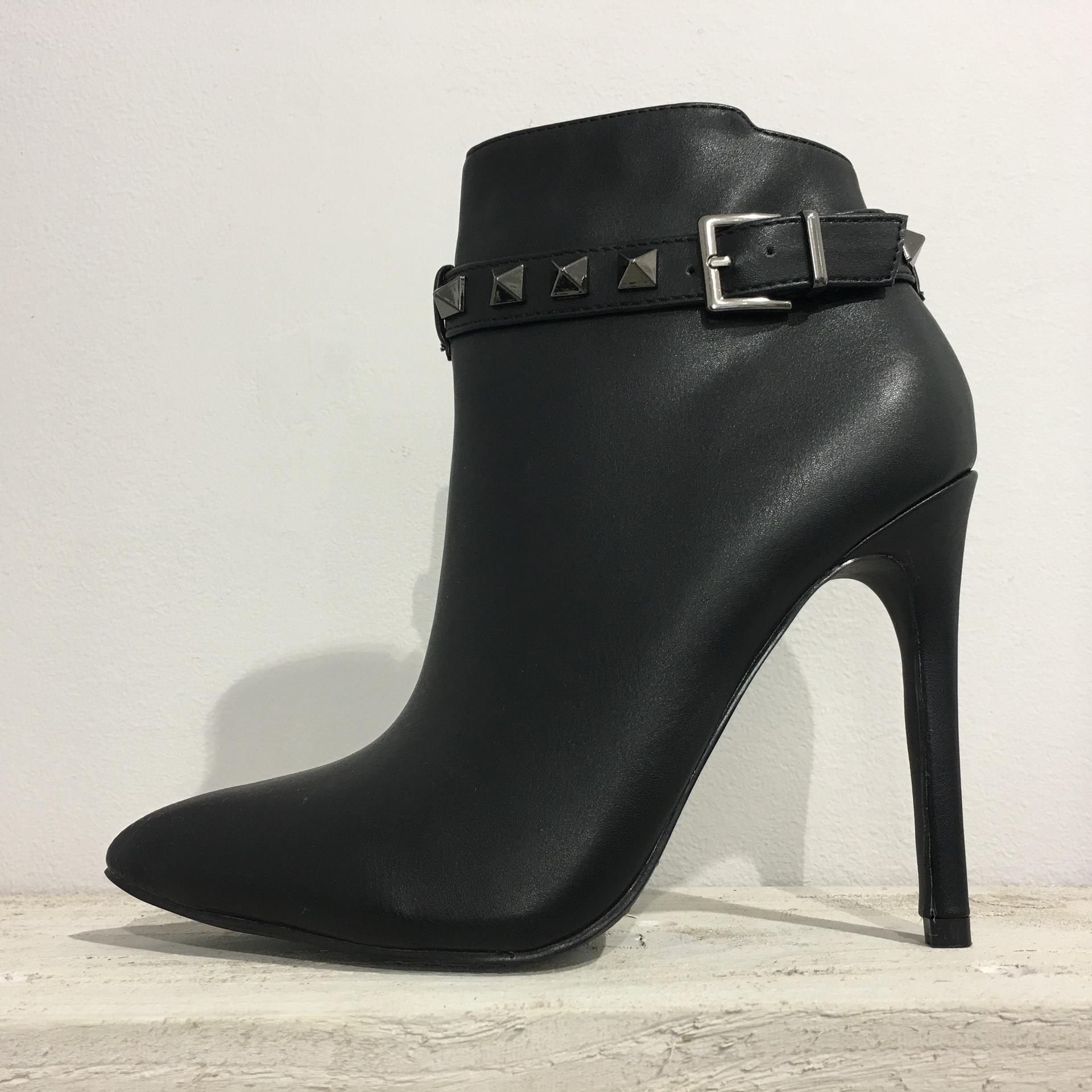 High stud boots