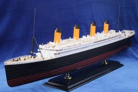 Academy #14226 1/400 RMS Titanic Premium Edition w/Led