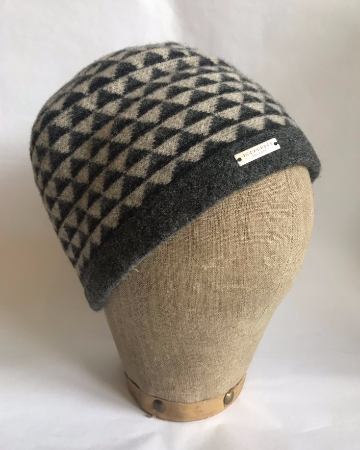 Seeberger Boiled Wool Toque with pattern Sand/Anthracite