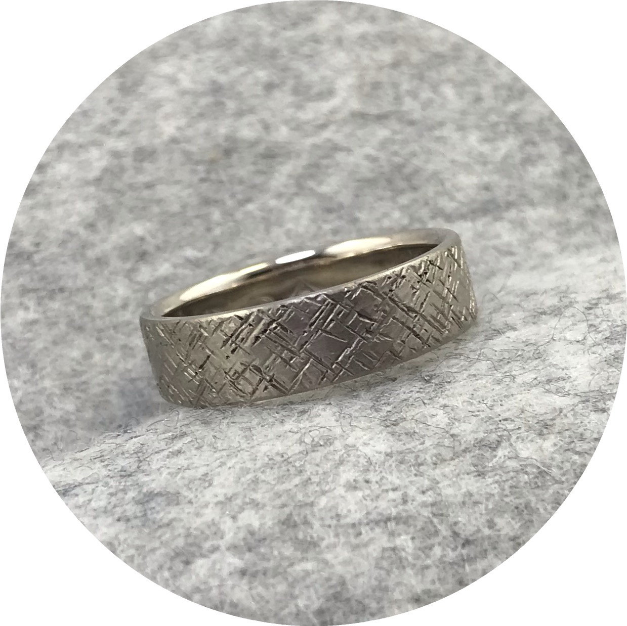 Emily Becher - 'Tactility Crosshatch Ring', 9ct white gold, Q.5