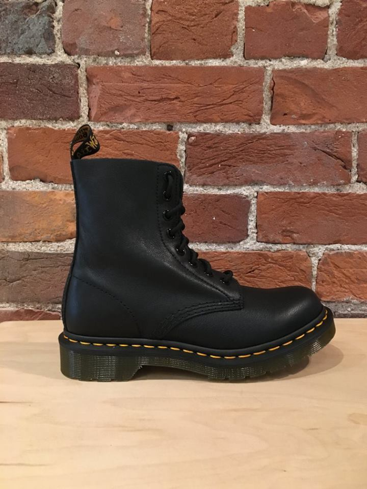 DR. MARTENS - PASCAL IN BLACK VIRGINIA