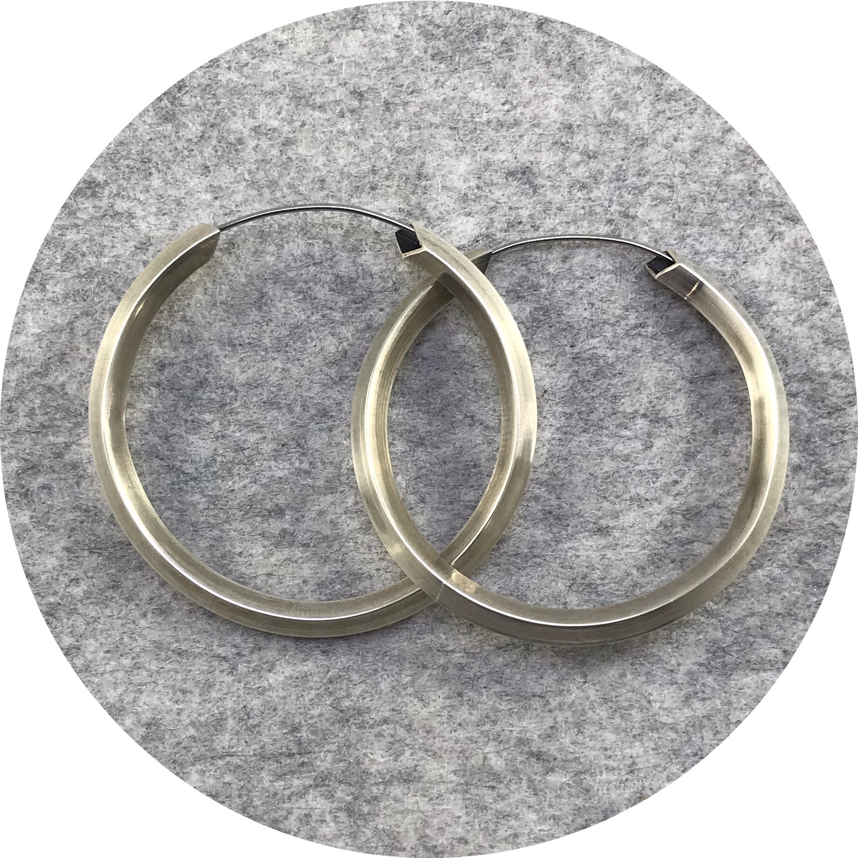 Kristina Neumann - 'Continuous Loop Hoop', 925 silver, stainless steel