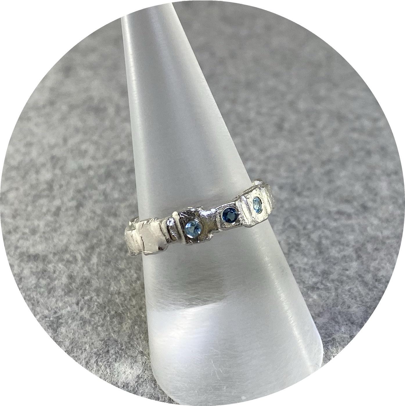 Ada Hodgson - 'Garden Path Ring with Three Topaz', 925 silver, topaz P