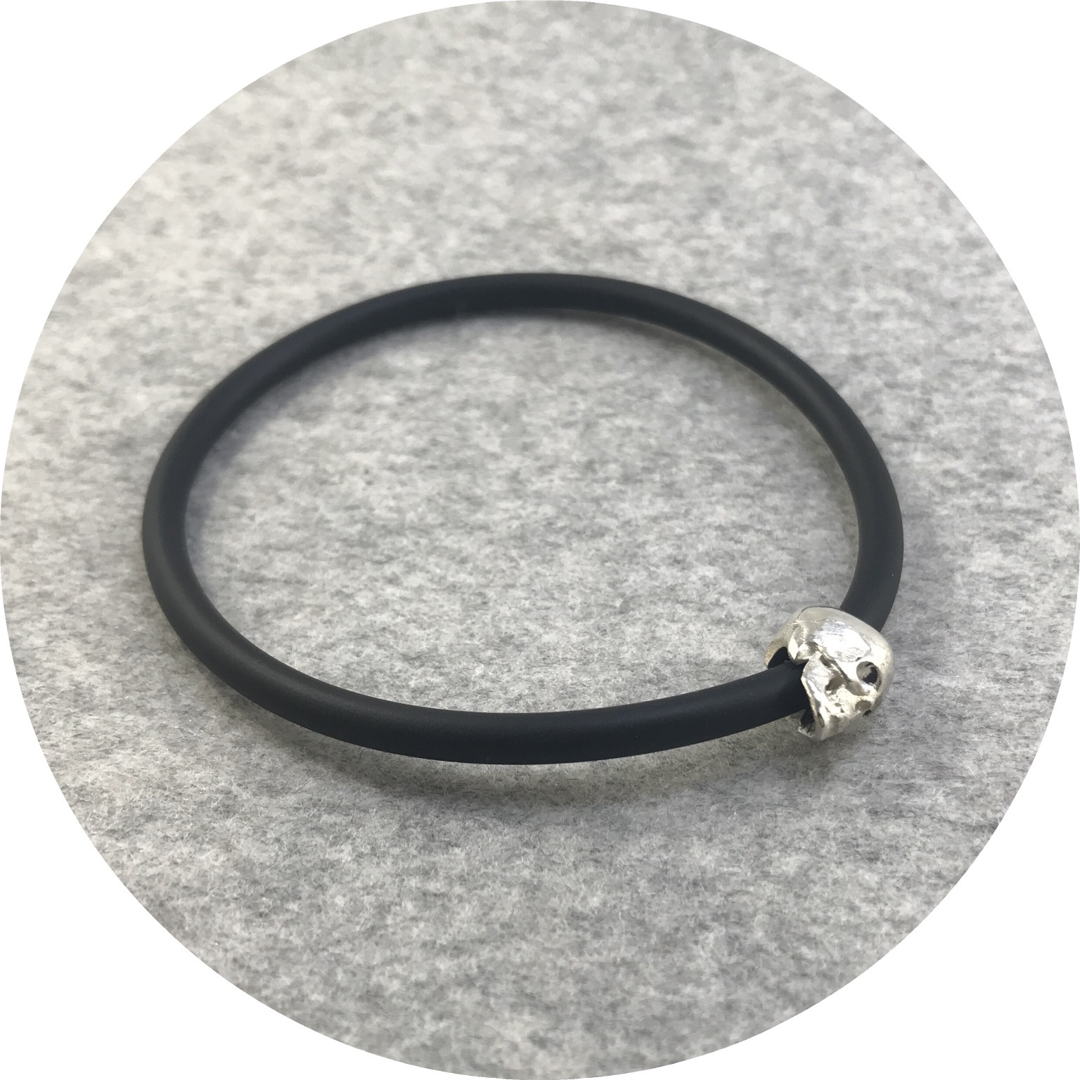 Fin Mahon - One Skull Bracelet in Sterling Silver and Neoprene