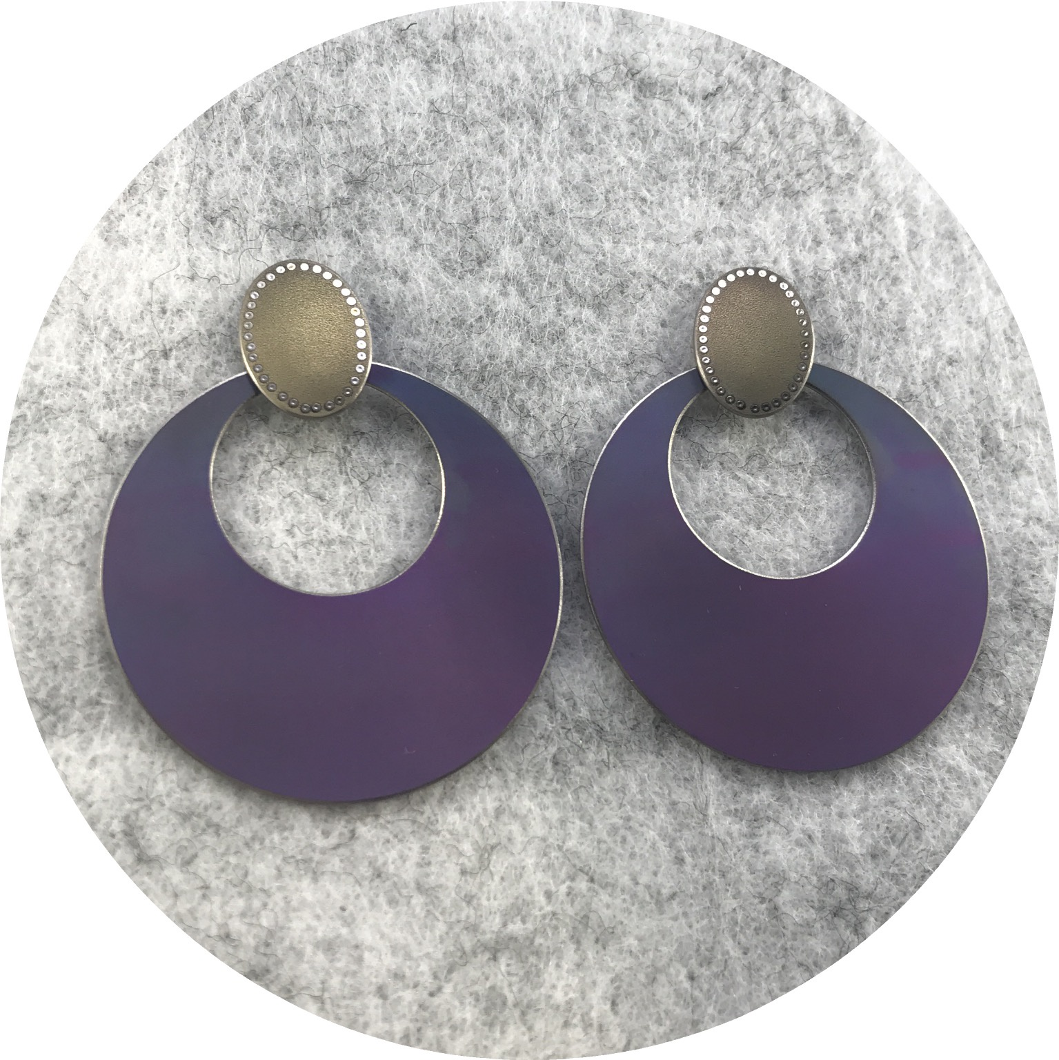 Sarah Murphy - Large Disc anodised titanium swingers in gold/purplepurple - 55mm x 40mm