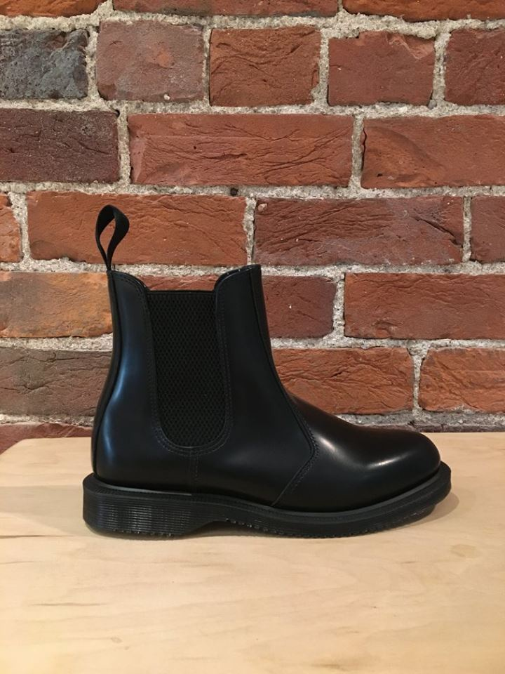 DR. MARTENS - FLORA IN BLACK POLISHED SMOOTH