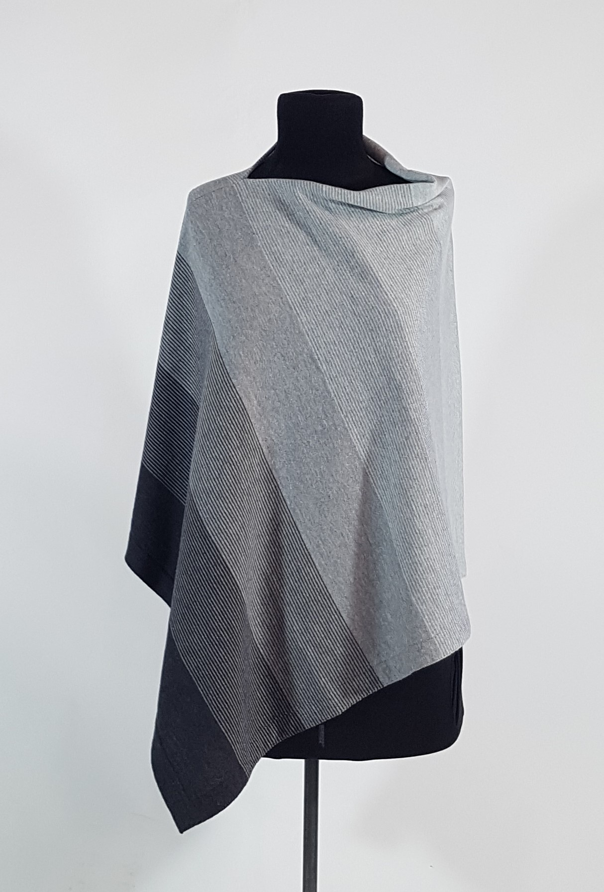 PONCHO - CHARCOAL/LIGHT PEWTER/SILVER