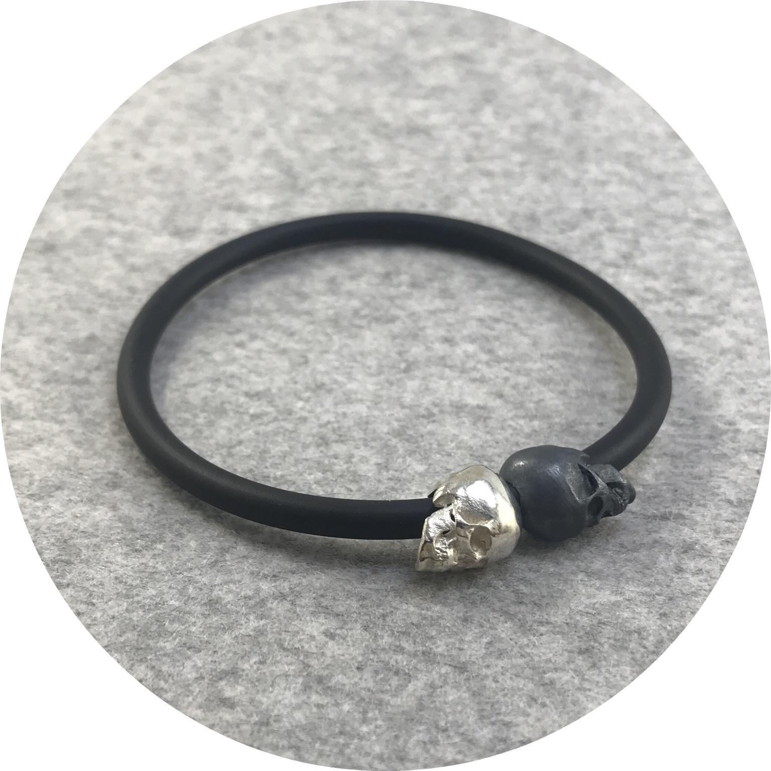 Fin Mahon - Two Skull Bracelet in Sterling Silver and Neoprene