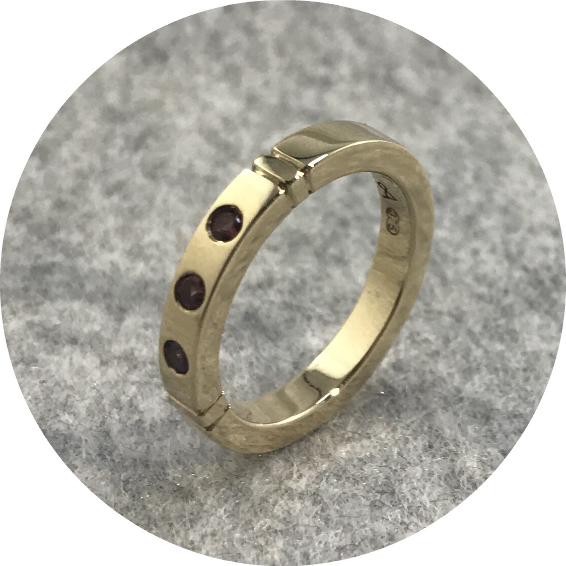 Aimee Sutanto - Felicitas Ring in 9ct Yellow Gold with Spinel