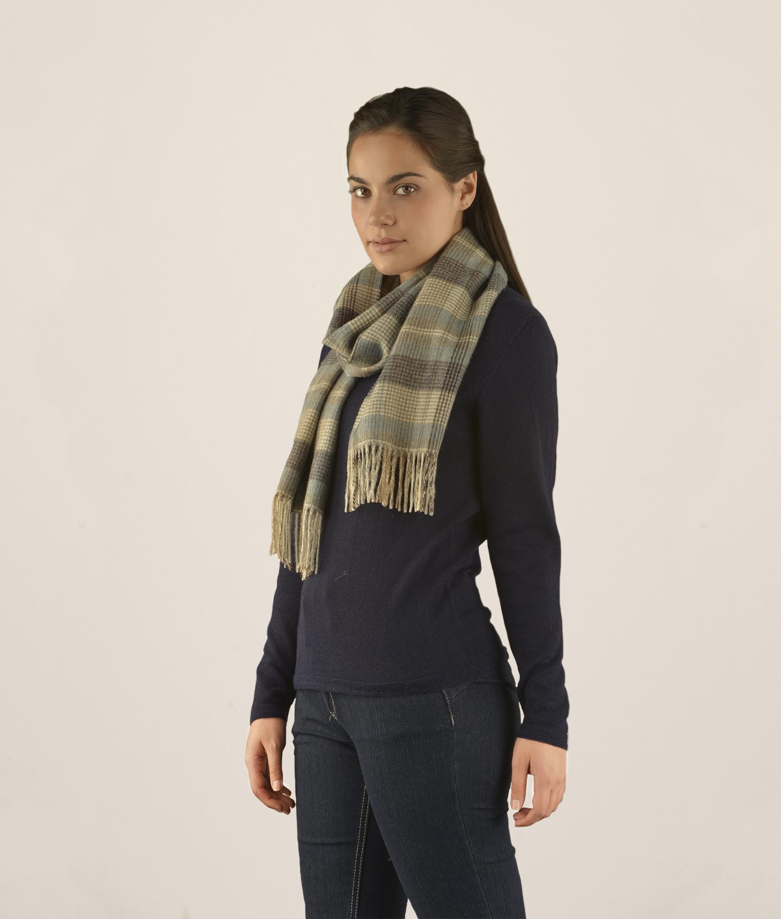 Classic tartan scarf 2 C001