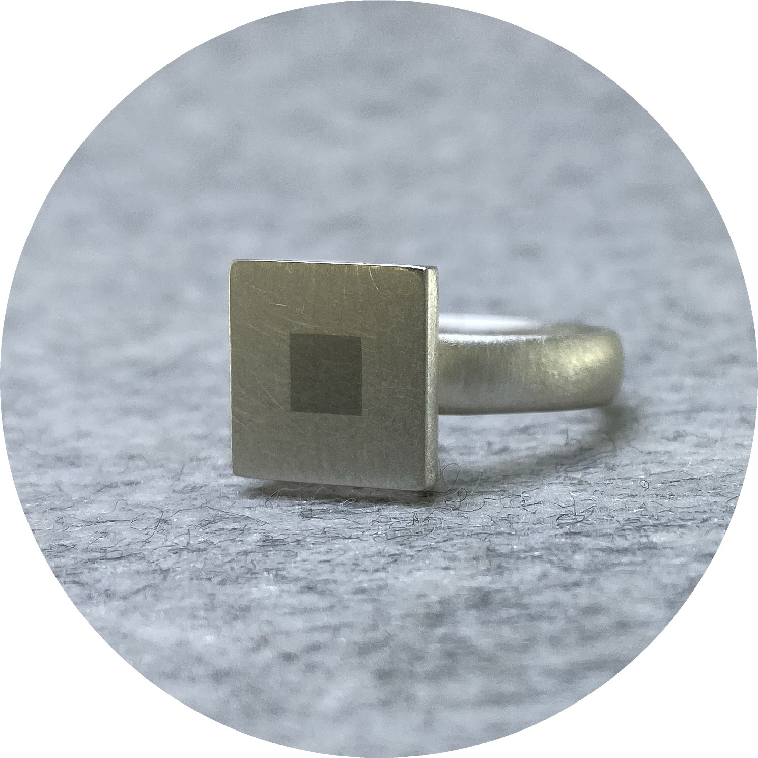 Melanie Ihnen - 'Married Metal Squares Ring', 925 silver, platinum O