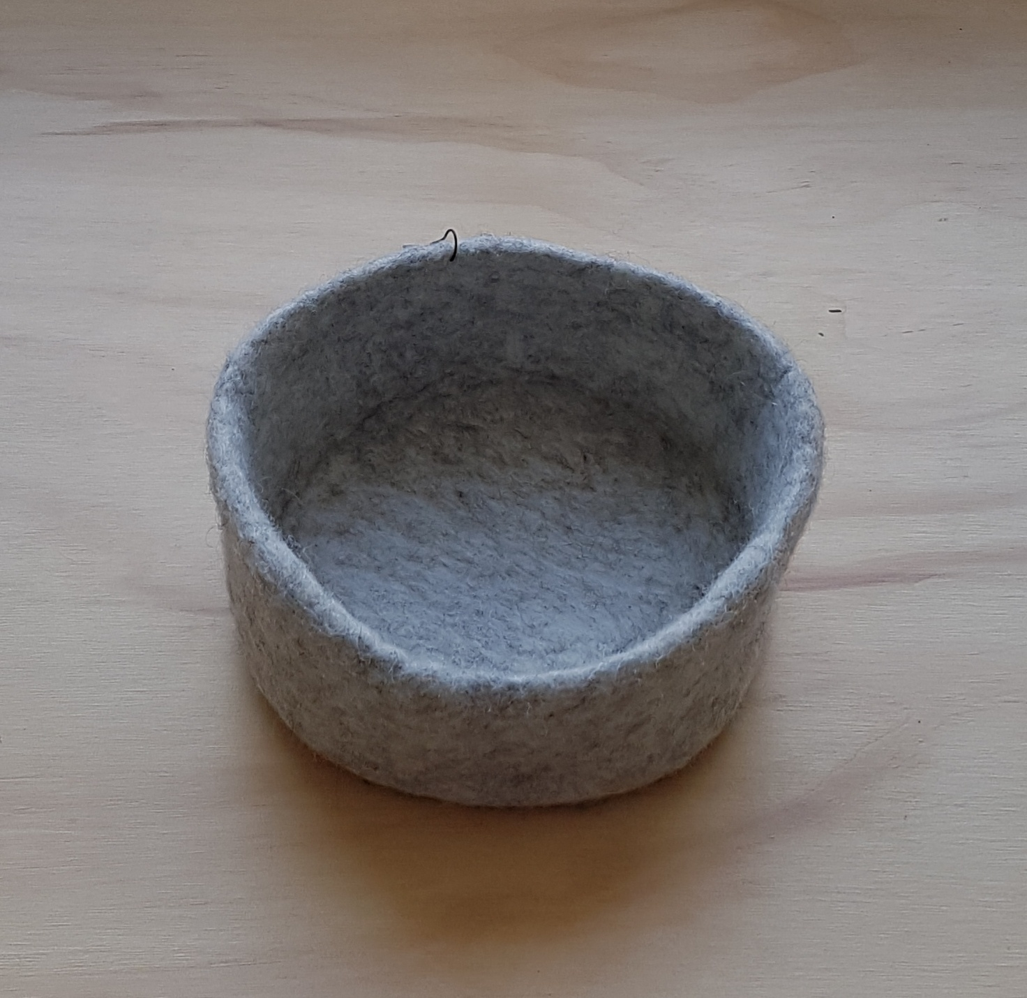 SMALL FELT BOWL - GREY MARLE