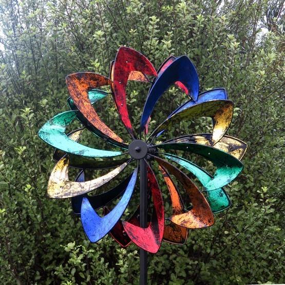 Coloured Daisy Windsculpture